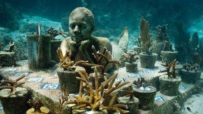 Jason DeCaires Taylor: museos bajo agua que se integran a la naturaleza