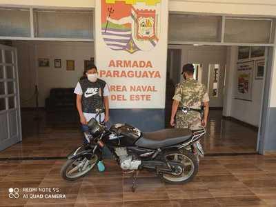 Detienen a un hombre con motocicleta robada en el Brasil