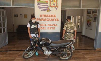 Detienen a hombre con moto robada en Brasil