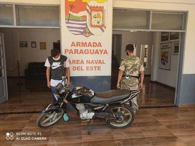 Intentó ingresar al país con motocicleta robada
