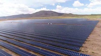 Bolivia inaugura la planta de energía solar más grande del país y la más alta del mundo