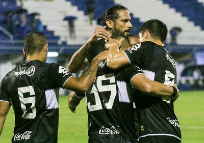 Olimpia venció 2-0 al 12 de Octubre en la ciudad de Itauguá.