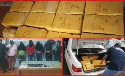 Sorprendidos con 232 kg de droga intentaron sobornar a policías