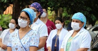La Nación / Sin vacunas: 23 médicos y 20 enfermeros fallecieron por COVID-19 en Paraguay