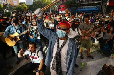 Continúan manifestaciones en Birmania contra golpe de Estado