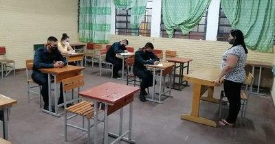 La Nación / Docentes emplazan al MEC hasta el 22 de febrero para dar lista de colegios con buenas condiciones