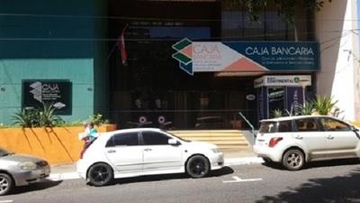 Justicia repone a funcionarios y obliga a la Caja Bancaria a pagar sueldos caídos