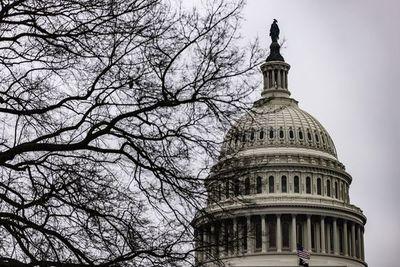 Demócratas en juicio político urgen al Senado a inhabilitar a Trump
