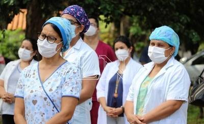 HOY / Gremios exigen vacuna anticovid: virus ya mató a 20 enfermeras y 25 médicos