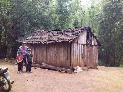 Vivían en una choza y les regalaron una casa