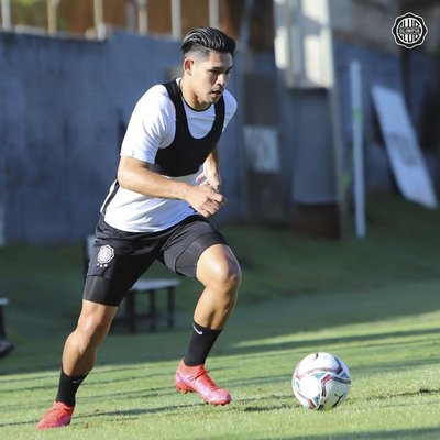 """Olimpia sigue sin poder contar con Saúl Salcedo pese a que el pago se realizó en """"tiempo y forma"""" a Huracán"""