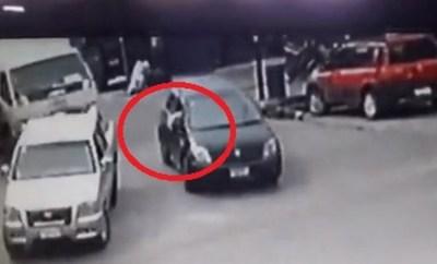 Ladrones usaron el pañuelo blanco para huir con auto robado