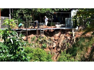 Urgen obras al margen de arroyo Ferreira ante severas socavaciones