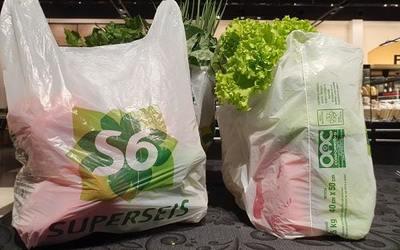Supermercado implementa bolsas reutilizables