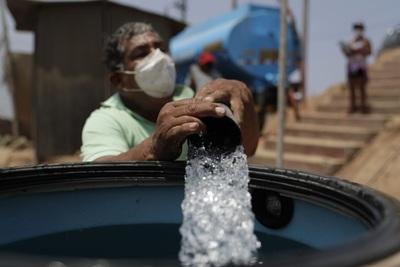 Las crueles paradojas del agua en la desértica capital del Perú
