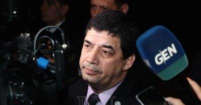 La Nación / Velázquez rechaza que Concordia Colorada influya en la permanencia de la FGE