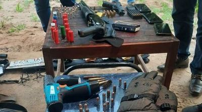 Detienen a miembros de una banda de asaltantes durante allanamiento en Luque.