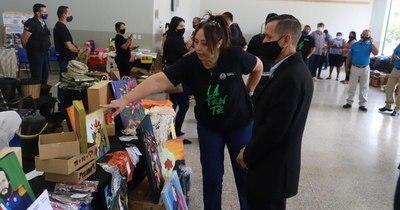 La Nación / Realizan exitosa feria con productos fabricados por reclusos