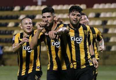 Triunfo y punta: Guaraní venció al 12 de Octubre por 2-1 en la Toldería.