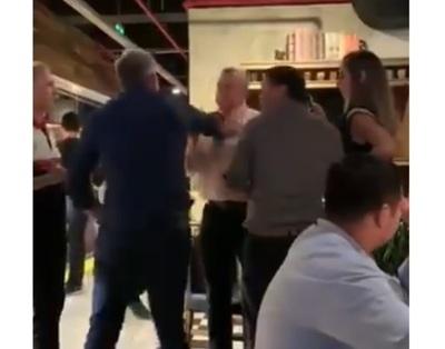 Escrache a Villamayor en restaurante: Gritos, golpes y retirada del jefe de Gabinete
