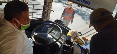 Verifican situación laboral de choferes del transporte público