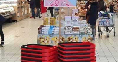 """La Nación / """"¿Es usted soltero?"""": supermercado húngaro juega a Cupido"""
