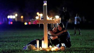 Conmemoran aniversario de masacre en escuela de Parkland