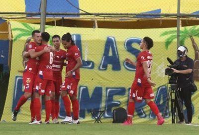 Nacional golea a Luqueño en partido cargado de polémica