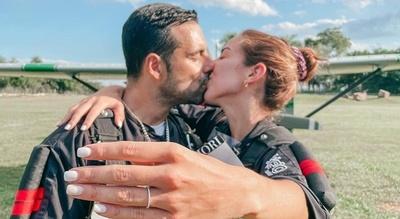 """Fernanda Aguilera le dijo que """"SI"""" desde el cielo a Óscar Elizeche Landó"""