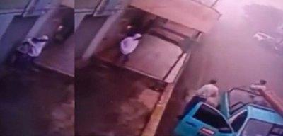 No llegaron los policías, sino técnicos de la ANDE: Asisten a joven asaltada