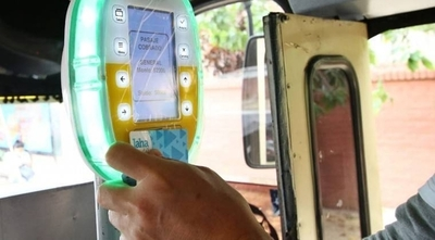 HOY / Transportistas reportan mayor uso del pasaje electrónico a días de ser obligatorio