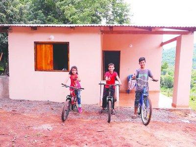 Hermanitos de Guairá por fin se mudaron a su nueva casa