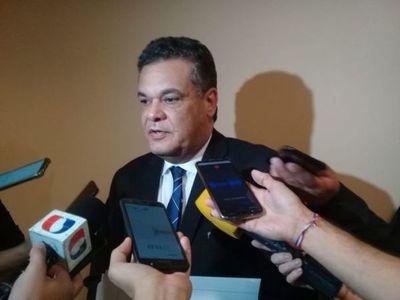 En estado complicado por covid, diputado Acevedo será trasladado a Asunción
