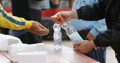 La Nación / Reclusos se amotinaron tras consumir bebidas preparadas a base de alcohol para desinfección