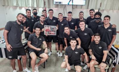 HOY / Entregan a Silva reconocimiento por su actuación en la Libertadores