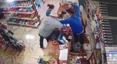 Asaltan dos locales en Concepción y delincuentes operan sin temor