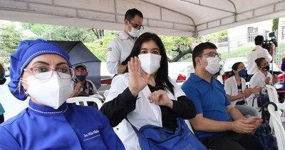 La Nación / Vacunación: Ya se inscribieron 28.000 trabajadores de la salud