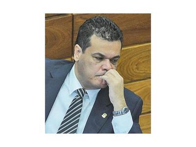 Acevedo está grave por Covid y fue trasladado a Asunción