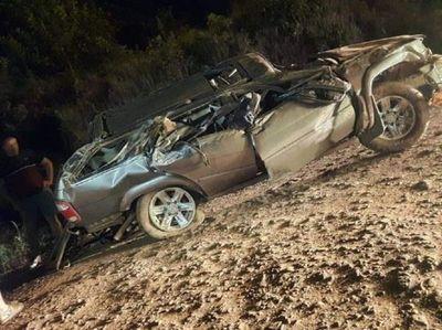 Joven de 18 años muere tras vuelco de su vehículo