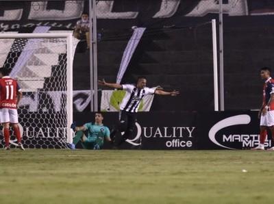 En gran partido, Libertad derrota a Cerro Porteño