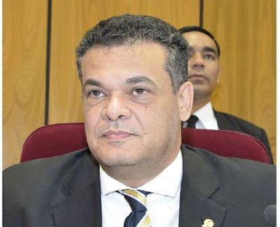 Diputado Robert Acevedo está con cuadro grave de COVID-19