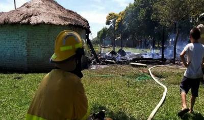 Clínica dona seguro médico a 56 bomberos de Caazapá