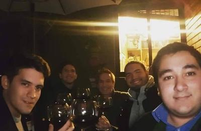 """HOY / Amena velada de Vargas Peña con jóvenes liberales 'dispara' rumores: """"¿El nuevo Carlitos?"""""""
