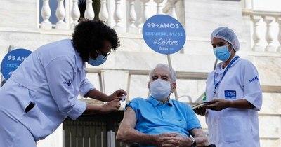 La Nación / Rio de Janeiro interrumpe vacunación por falta de dosis