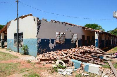 Según ministro Petta, solo falta reparar un 5 % de las aulas