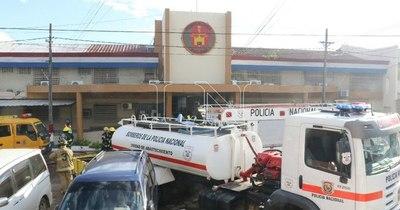 La Nación / Tensión en Tacumbú: guardiacárceles fueron tomados de rehenes