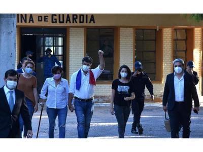 De oficio, jueza cita a Efraín Alegre, revoca su prisión y ya está libre