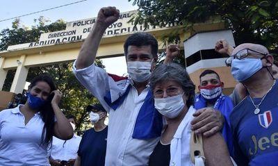 Efraín Alegre dejó la prisión tras 19 días en la Agrupación Especializada