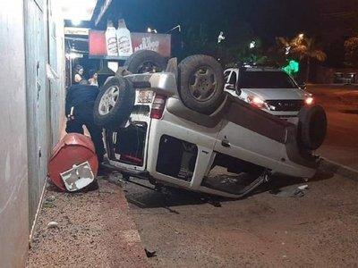 Mbocayaty: Conductor alcoholizado protagoniza accidente