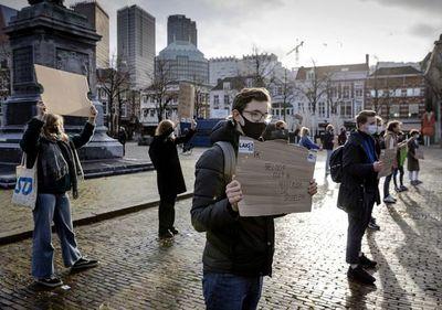 Caen los contagios de covid en el mundo, crece hartazgo en Europa por las  medidas